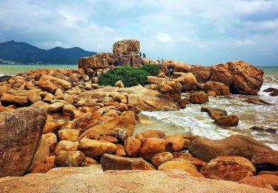 Ngỡ ngàng với cảnh đẹp tại Hòn Chồng Nha Trang